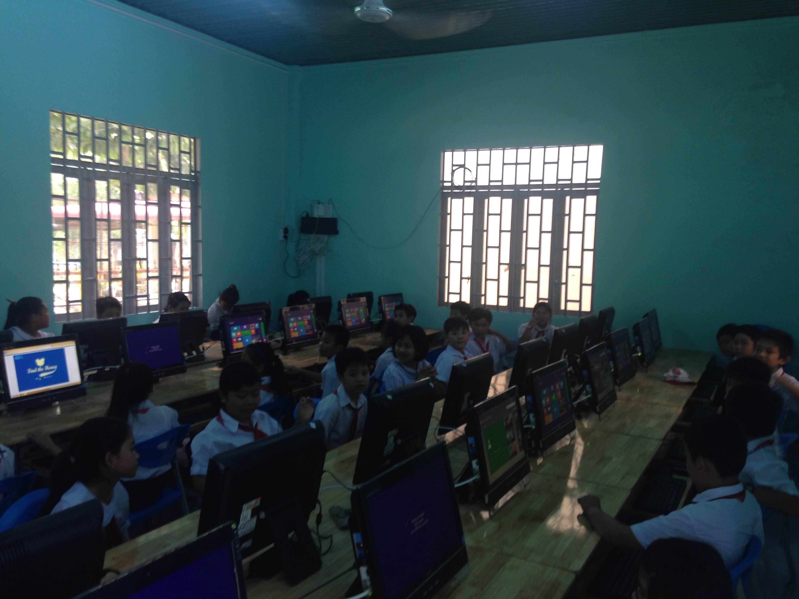 Tổ chức cuộc thi Tiếng Anh qua mạng Internet (IOE) cấp trường